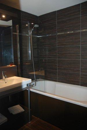 Hotel La Maison Rouge : Salle de bain