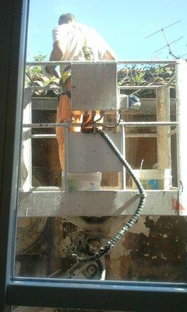 Aqua Residence : küche zum frühstück gab's arbeiter beim fenster