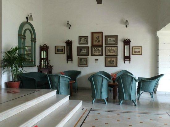 Jehan Numa Palace Hotel: Outside Lobby by the Garden
