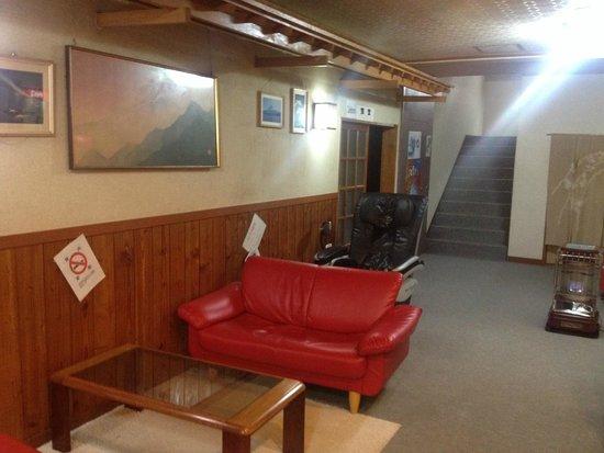 Resort Inn Fujihashi: Lobby with massage chair