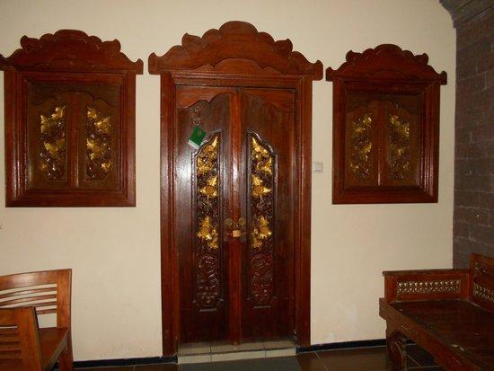 Bali Taman Beach Resort & Spa: Room Door