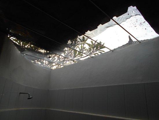 Bali Taman Resort & Spa: Bathroom roof