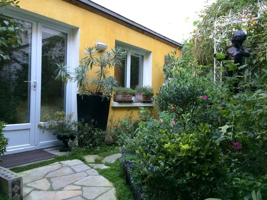 Paris-Oasis: The Iris room and patio with our very own little secret garden