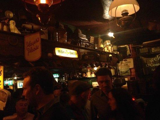 Arredamento bellissimo e ottima musica dal vivo foto di for Arredamento pub irlandese