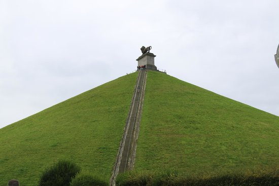 Lion's Mound, Panorama & Visitor's Center: steps to Lion Monument