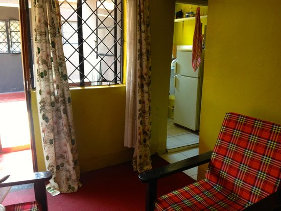 Kundayo Serviced Apartments Lodge: living room and kitchen