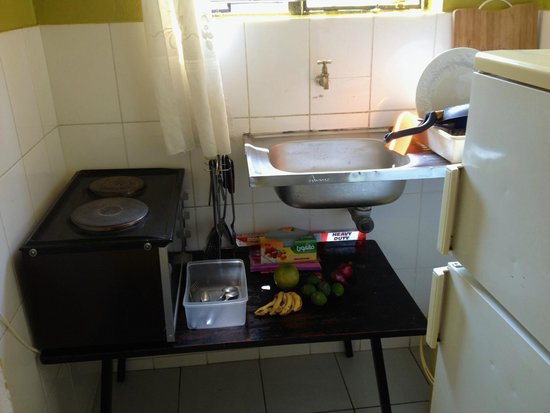 Kundayo Serviced Apartments Lodge: kitchen