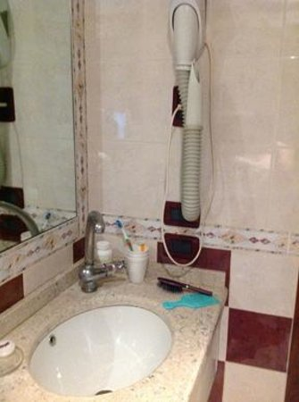 Residenza Ca' San Marco : Of all our hotels, this was the tinniest bath