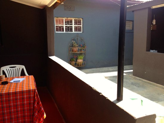 Kundayo Serviced Apartments Lodge: Outside of the apartment