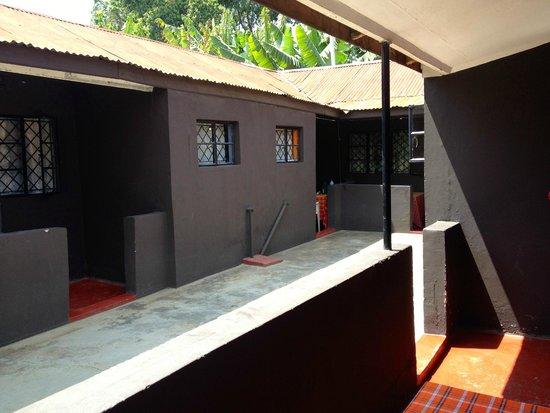 Kundayo Serviced Apartments Lodge: outside
