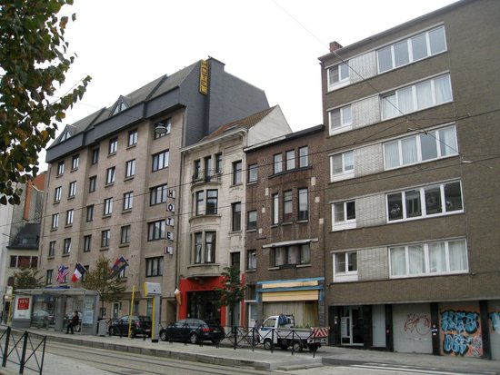 BEST WESTERN Hotel Chamade : hotelfront streetside