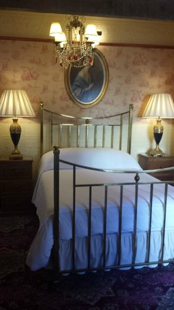 The Lonsdale Hotel: Regency Room
