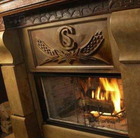 Craig Street Brew Pub : Cozy Fireplace