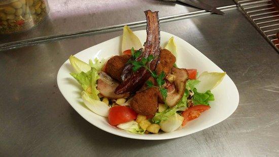 Salade de camembert chaud Picture of Au bureau Epinal TripAdvisor