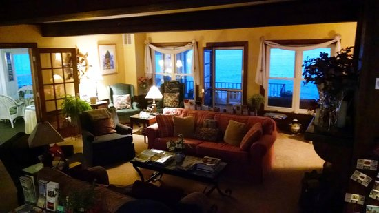 Eden Pines Inn: Living Room