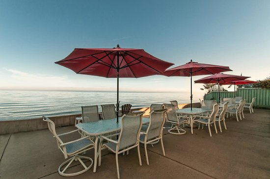 Captain's Inn: Gorgeous Deck overlooking the ocean