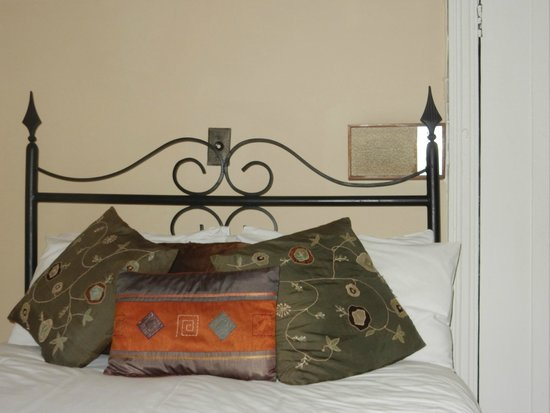 Royal Country Inn: The bedroom