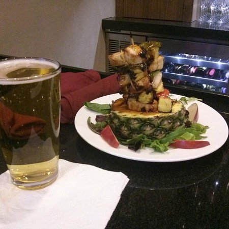 DoubleTree by Hilton Hotel Flagstaff : Chicken and pineapple skewers