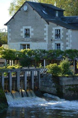 Le Moulin de Saint Jean : View of the inn.