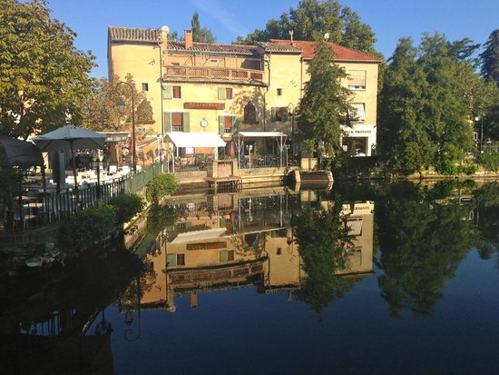 Les Terrasses du Bassin: A beautiful day to dine on the terrace