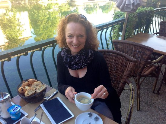 Les Terrasses du Bassin: Breakfast overlooking the canal