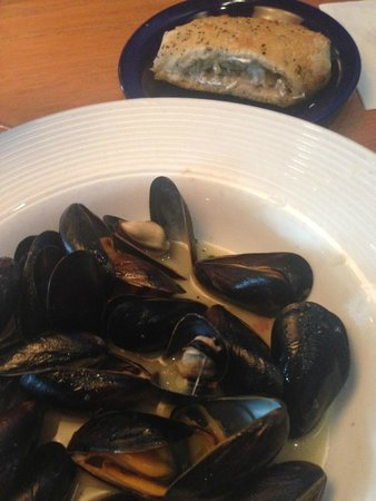 Blue Pointe Oyster Bar & Seafood Grill: PEI Mussels