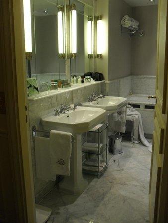 Le Meurice: salle de bain