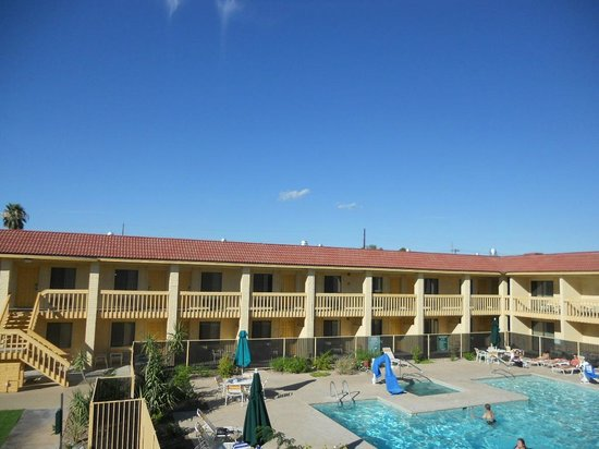 La Quinta Inn Tucson East Overlooking The Pool