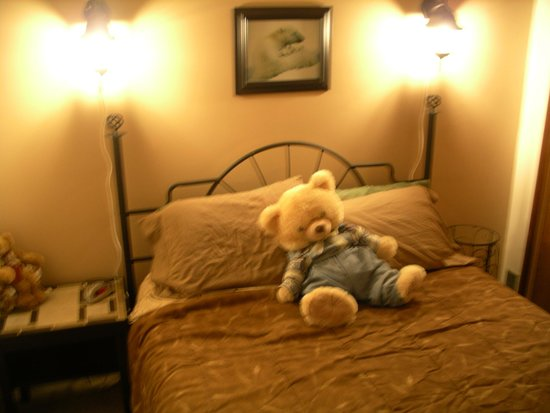 Embleton House Bed and Breakfast: Bears Den Private bedroom # 1 with one comfortable, high end queen size bed.