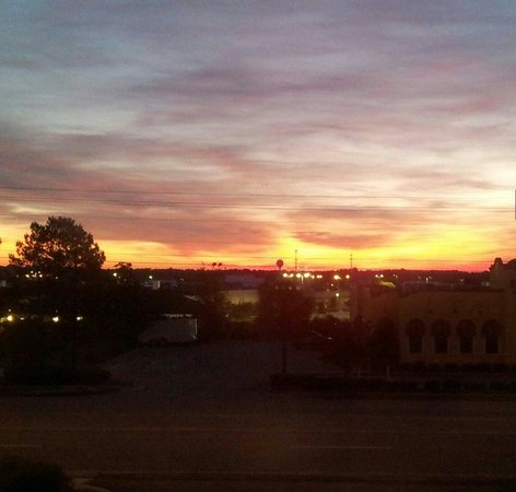 Hilton Garden Inn Valdosta: Dawn from room 224....Beautiful