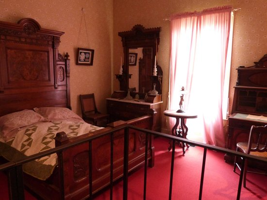 Sharlot Hall Museum : One of the bedrooms - all the rooms have doors to the outside?