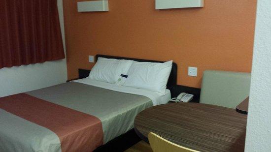 Motel 6 Petaluma: Basic 1 king room