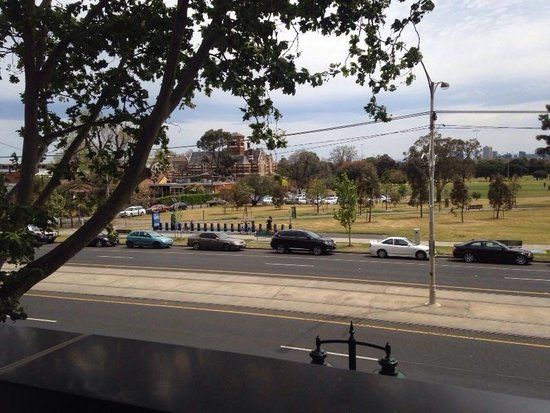 Adina Apartment Hotel St Kilda: Lucky to get room with a view
