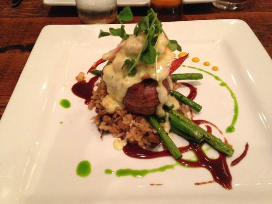 Maxwells Restaurant & Bar: Bison with Topping of Crab