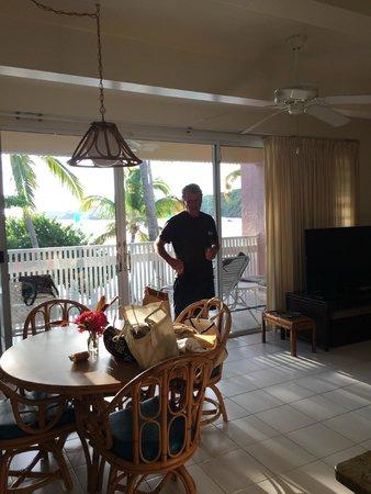 Secret Harbour Beach Resort : dining area of large living room