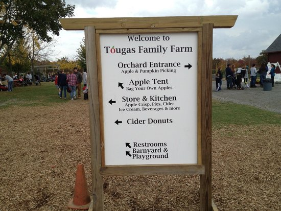 Tougas Family Farm: Signage at the entrance