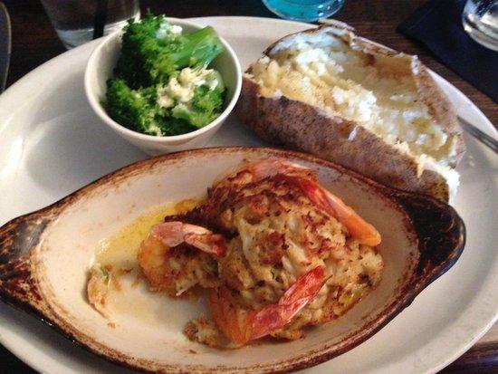 Dockside Restaurant and Tiki Bar: Dockside meal