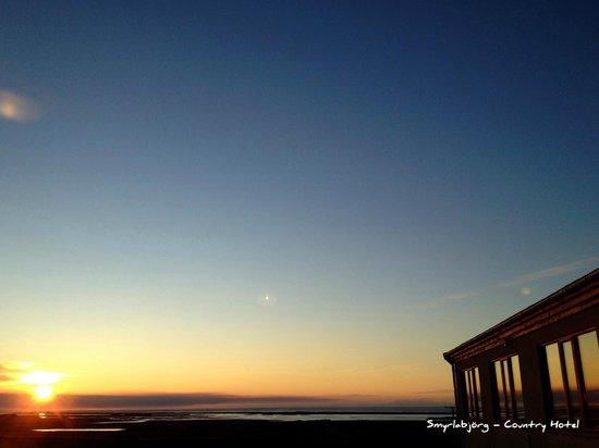 Touris: Sunrise at Smyrlabjörg - Countryhotel