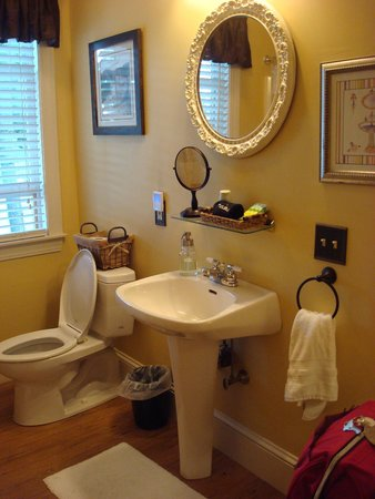 The Chadwick Bed & Breakfast: Chamberlain private bathroom