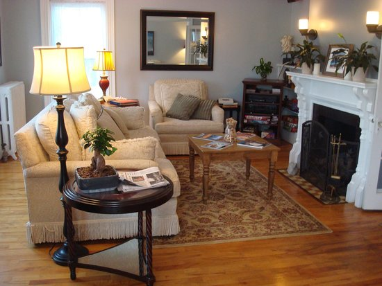 The Chadwick Bed & Breakfast: Living room