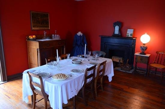 Belle Boyd Cottage: dining room