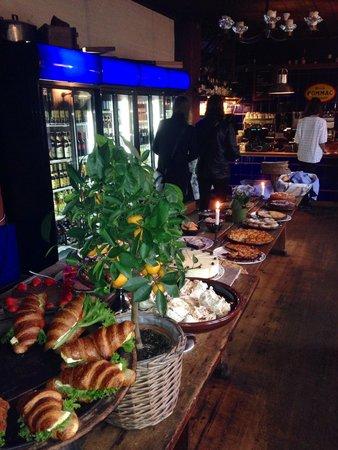 Bla Porten : Such a generous dessert buffet!