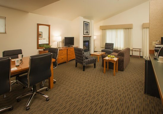 The INN at Gig Harbor: Fireplace King Suite