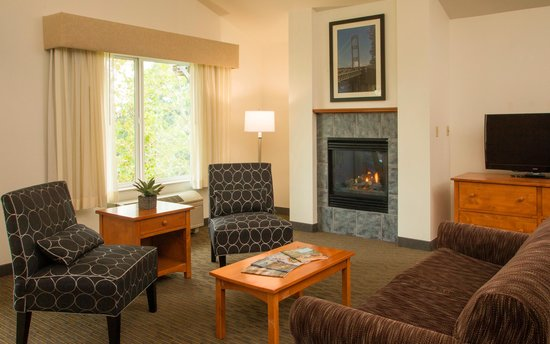 The INN at Gig Harbor: Fireplace Queen Suite