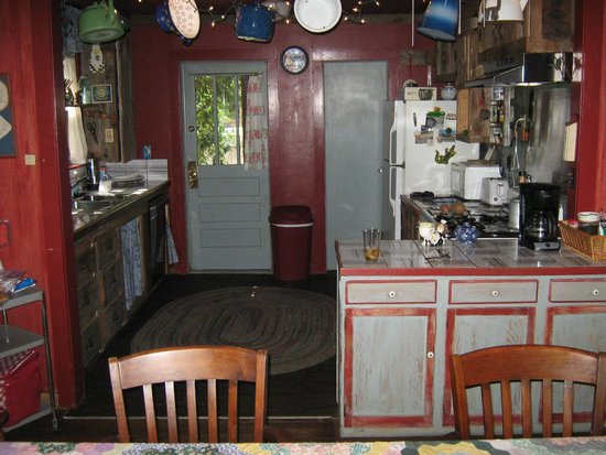Moonglow Lodge: Kitchen