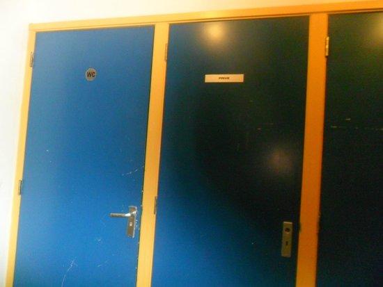 Aston City Hotel: não percebi o que eram estas portas que tambem ficavam no hall, diziam privados
