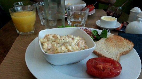The Breakfast Club : Les succulents oeufs brouillés au saumon.