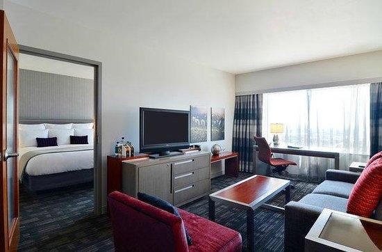 director 39 s suite picture of loews hollywood hotel los. Black Bedroom Furniture Sets. Home Design Ideas