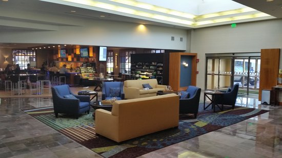 Holiday Inn Tampa Westshore: The new lobby