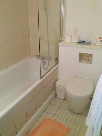 Studios@82 : Bathroom room 21